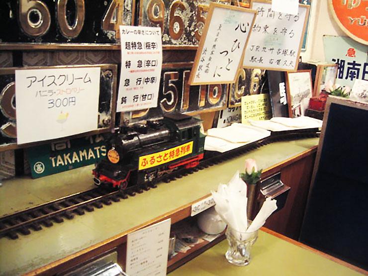 機関車がカレーを運んでくれるレストラン『ナイアガラ』がマニアックすぎる!!