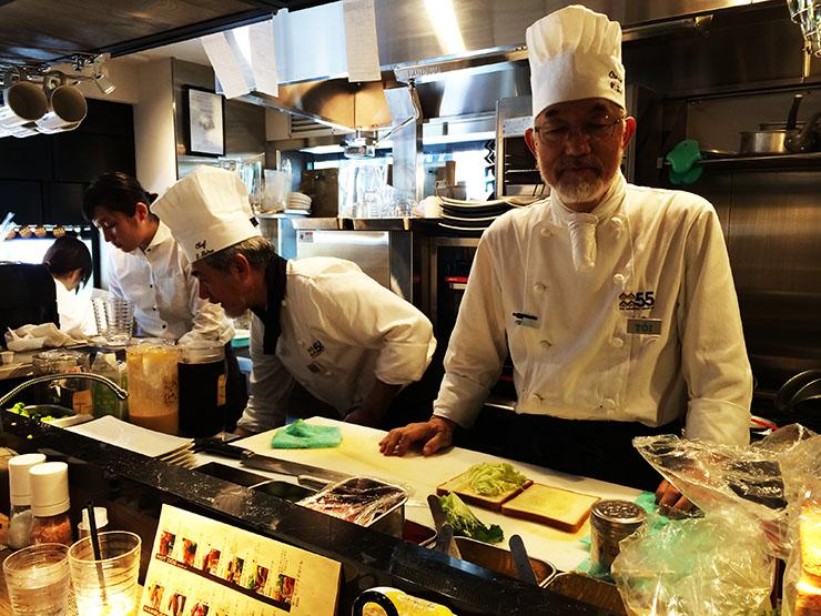 【勝三太郎の神カツサンド旅】熟練のシェフが絶品サンドイッチを作る『55フィフティーファイブ』が大盛況