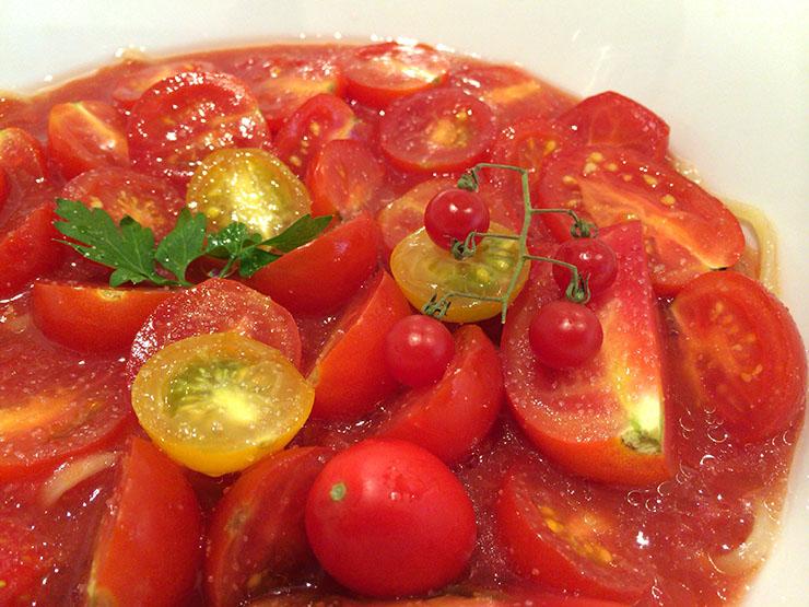 6種類以上のトマトを使用した冷製ラーメンが革命的うまさ / ドゥエ イタリアン
