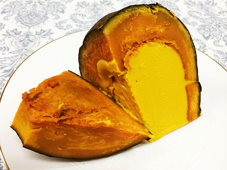 本物のかぼちゃに入ったかぼちゃプリンを食べてみよう! かぼちゃ自体も食べられます