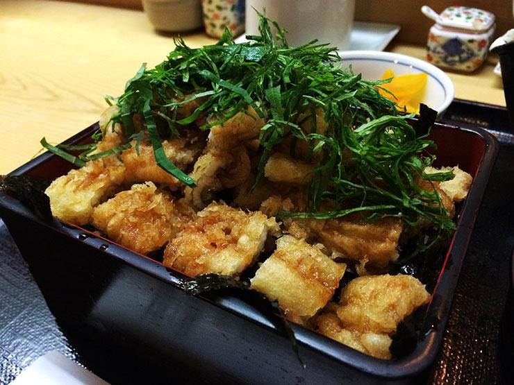 【隠れ家】この上なく優しくて美味しい「穴子ばら揚丼」が毎日すぐ完売 / もも瀬