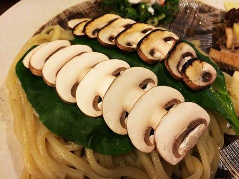 新しい麺料理のかたち「ブラウンマッシュルームつけ麺」を味わう / 麺や庄の
