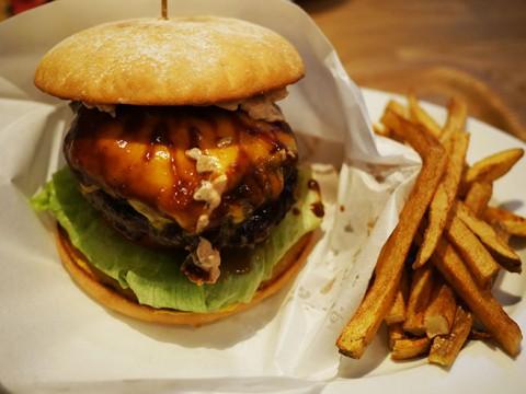 北米テレビ局CNNベストニューレストランIN TOKYOに選ばれた『E・A・T』の国産牛100%EATバーガー