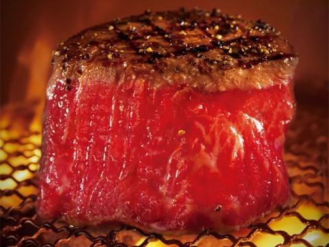 これぞ焼肉の極みか / 赤身にこだわる牛フィレ塊焼きから感じる『牛角』の本気