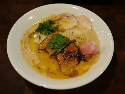 職人が極みを求めたラーメン「フォアグラ鶏白湯」の比類なき味わい / 麺や庄の