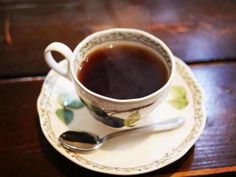 コーヒーの果肉から生まれた希少なカスカラティーが飲めるカフェ / 黒猫舎
