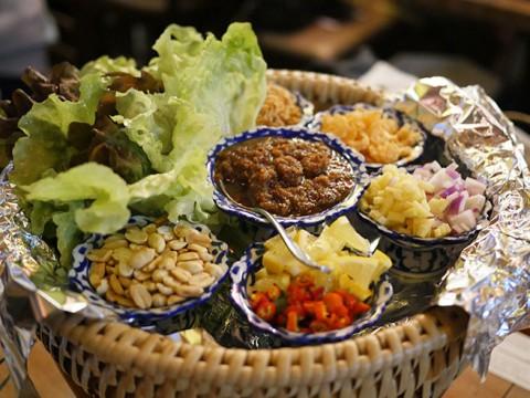 日本では極めて珍しいミエンカムが食べられるタイ料理店 / クルンテープ ミッドナイト
