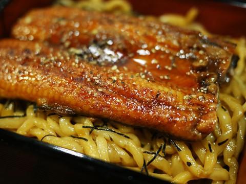 ウナギの油そば『うなとろ重』が革命的な美味しさ / 麺や庄の