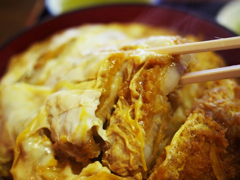 老舗の蕎麦屋が作る「絶滅しつつあるカツ丼」を味わう / 翁庵