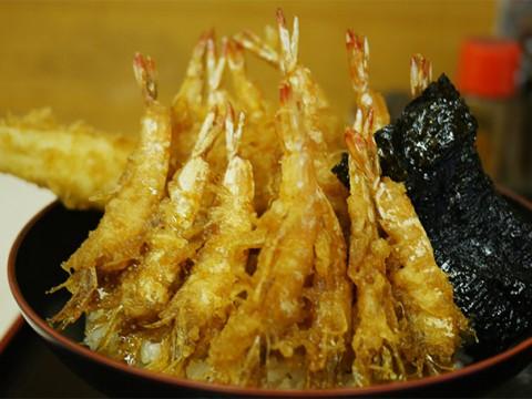 完璧なる食感と旨味に絶賛「芝海老と穴子の天丼」を築地市場で味わう / 天房