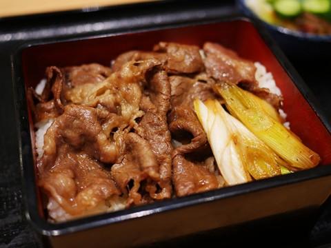 吉野家が高級メニュー『牛重』を一般人向けに販売開始 / 和牛を使用した極上の味
