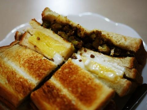【勝三太郎の神カツサンド旅】店主が独自のスパイスを配合したインド風焼きサンドイッチ / 紅茶の店 青い空