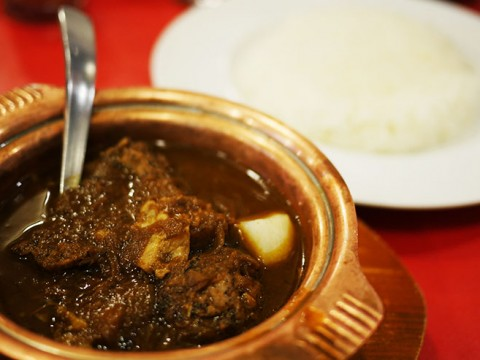 ジワジワと感じる苦味と「濃厚牛肉」がたまらないビーフ角切りカレー / ベンガル