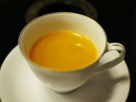 一度は体験するべき生卵の黄身が入った美味しいコーヒー / カフェ・ド・ランブル