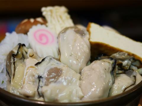 世界中からファンが集まる江戸の下町居酒屋の牡蠣鍋 / 丸千葉