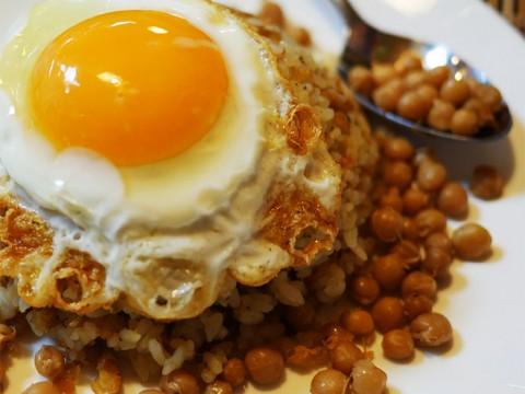 ミャンマーレストランでひよこ豆のチャーハンを / ゴールデンバガン