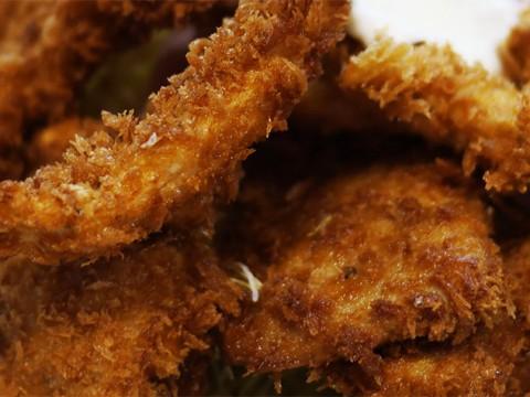 神保町でいちばん愛されている食堂のミックスフライ定食 / キッチン マミー