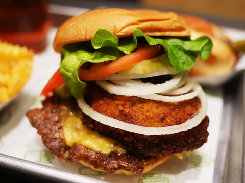 Shake Shackの店員が絶賛する一番おいしいハンバーガー「Shack Stack」が絶品 / シェイクシャック