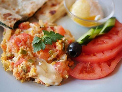 朝食専門店の食堂で「トルコの朝食」に感動する / ワールド ブレックファスト オールデイ