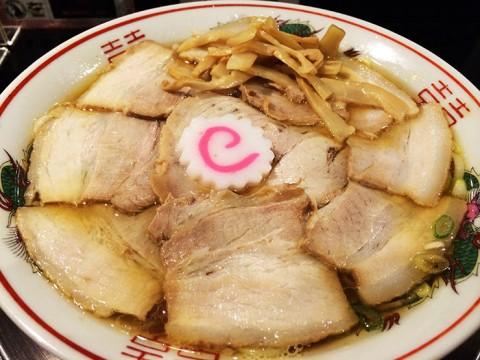 肉と煮干しのハイブリッドチャーシューメンが人気 / 肉煮干し中華そば さいころ 中野本店