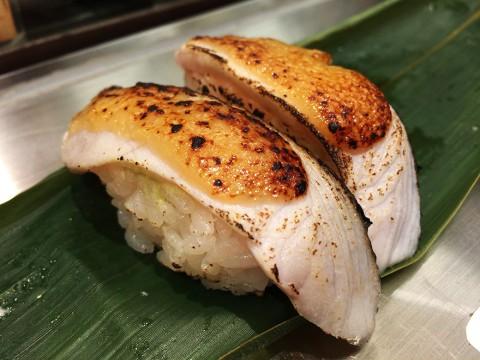 立ち食い寿司屋だからと甘くみてはいけない / 魚がし日本一 アトレ秋葉原店の「炙りとろサーモン寿司」