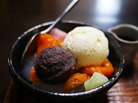 東京都選定歴史的建造物「竹むら」で食べる和スイーツ / あんずクリームあんみつ