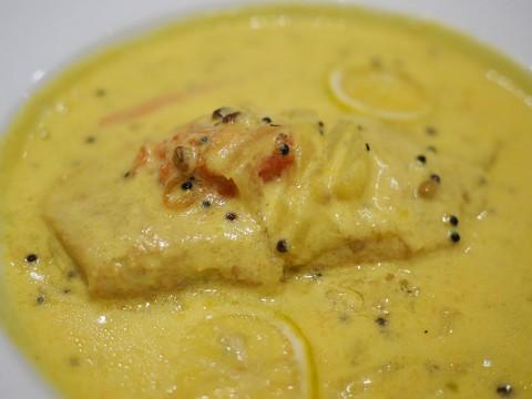 エリックサウスで食べる秋鮭のミーンモーレ / これはインドカレーです「そういうのもあるのか」