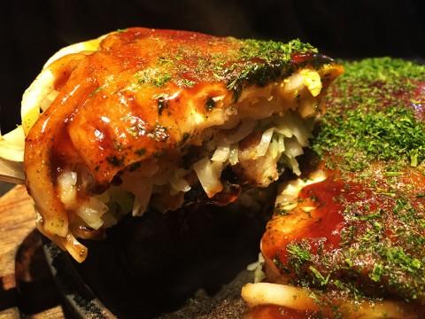 広島のお好み焼きを東京で食べるなら「もみじ屋」だろう / 肉玉イカ天うどん
