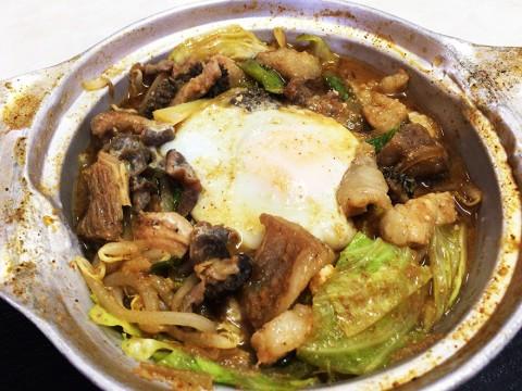 高知県土佐郡で食べる「希少な嶺北牛」のホルモン鍋定食 / 柳屋食堂