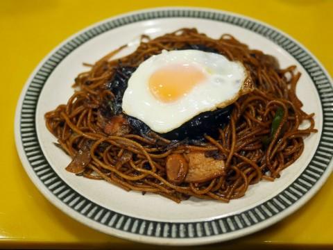カレーで炒めてカレーをかけるカレーすぎるスパゲッティ / 喫茶店シーザー