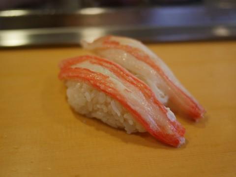 立ち食い寿司の最高峰で食す「かにの握り」は異次元のウマさ / 栄寿司