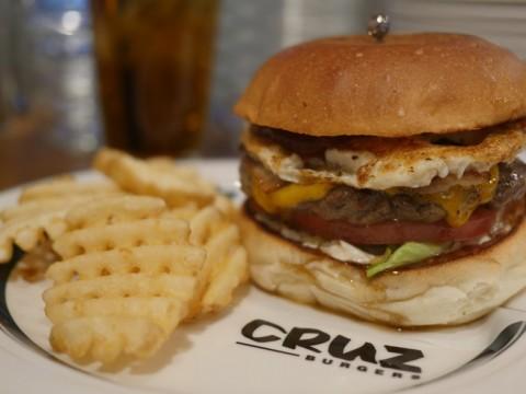 ヘルシーさとジャンク感が溢れ出す絶品バーガーに歓喜 / クルズバーガーズ