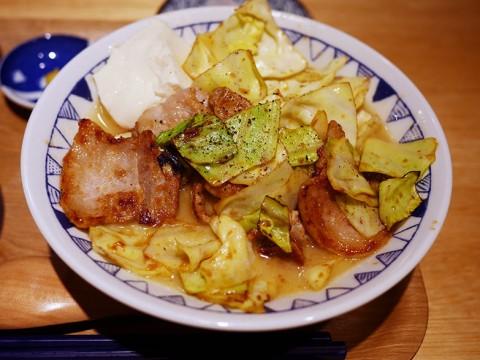 グルメ革命! 豚バラ生姜焼きを「とん汁」にして提供する食堂が高評価 / ごちそうとん汁