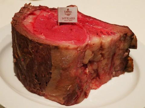 【極上】日本上陸16周年記念の2キロ超え肉塊ローストビーフを食べる / ロウリーズ・ザ・プライムリブ東京