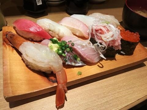 【最強の回転寿司】実際に食べて確かめた絶対に美味しい東京の回転寿司ランキングトップ5発表 / 2位 すし台所家 三軒茶屋店