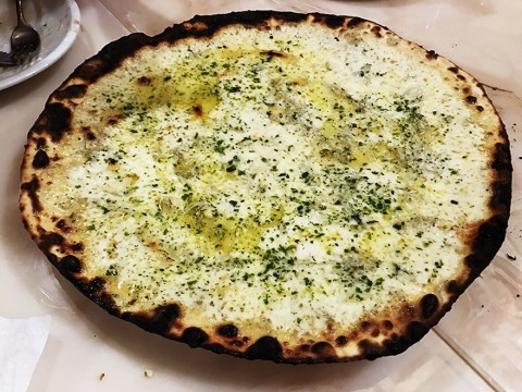 美味しさの限界を超えたピザ生誕「しらすとニンニクのネオナート」が絶品 / イルペンティート