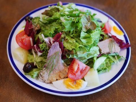 主食になるご褒美サラダ「ニソワーズ」に感動を禁じ得ない / 一日三食これだけ食べても飽きない逸品 / 麹町カフェ