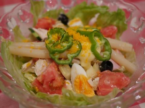 老舗洋食店「キッチン・ボン」のサラダは4300円 / 奇跡のマリアージュを楽しめる一品