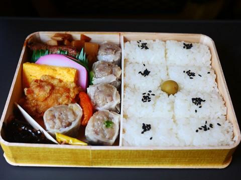新幹線に乗るのに崎陽軒のシウマイ弁当を食べないなんて信じられない / 至福の駅弁