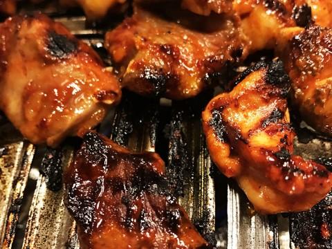 終戦から続く焼肉の老舗「焼肉ホルモン料理とらじ亭」が凄い / まぜ肉盛合せをガッツリご飯にのせて食べる
