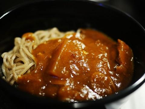 羽田空港ANAラウンジで食べられる「カレー蕎麦」が人気 / セレブはカレーライスよりこっちを注文