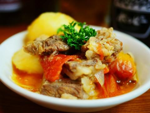 おそらく日本でいちばん美味しい牛すじトマト煮 / 大衆居酒屋「かね将」で食べる絶品家庭料理