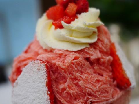 夏季限定の「フローズン・ストロベリーデザート」はまるでイチゴ味のパウダースノー / 銀座ウエスト 銀座本店