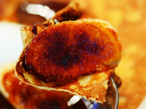 上品に食べる気品あるカカオ70%フルーツクレープ / ブレッツカフェクレープリーのヴァローナをバナナのキャラメリゼで