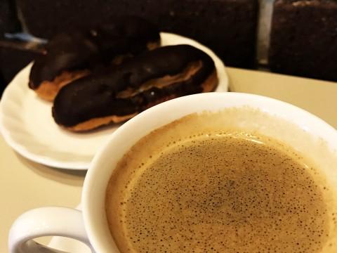 55年前の創業当時の味を復刻したコーヒーを絶品エクレア付きで / 銀座ルノアール