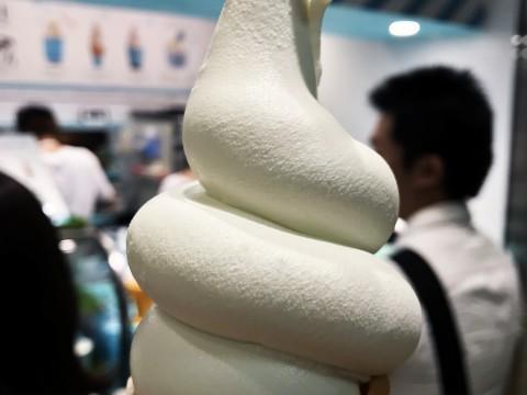 生クリームのソフトクリームが美味しすぎて大絶賛 / 長蛇の行列ができる「生クリーム専門店 Milk 新宿店」