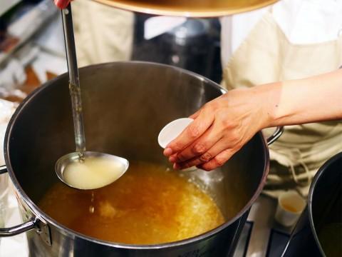 【極上グルメ】創業65年の鶏肉専門店が「鶏ダシにこだわった惣菜店」をオープン / 五反田の信濃屋+