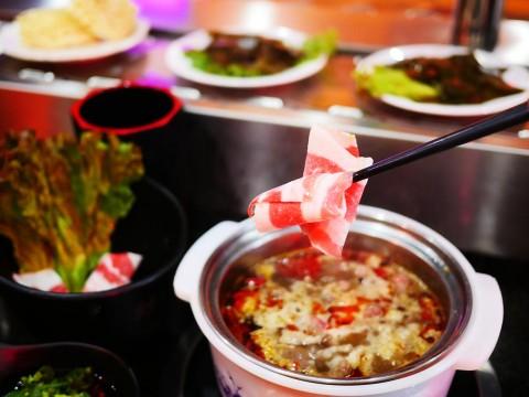【革命グルメ】回転寿司ならぬ「回転火鍋」が若い女性に大人気 / 格安で激しく美味しい辣辛子