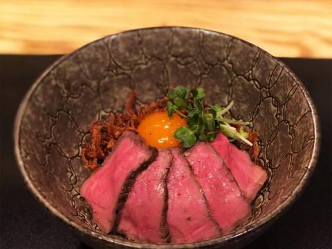 【極上グルメ】幻の尾崎牛を使用したローストビーフ丼が究極のウマさ / 銀座魚勝