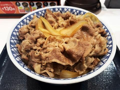 【話題】吉野家の超特盛牛丼がダイナミックな件 / もっと美味しく食べる方法を教えます